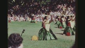 Grupp av att utföra för Hula dansare arkivfilmer