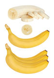 Grupp av bananer skalad banan En banan helt Isolerad w Arkivfoto