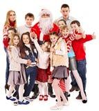 Grupp av barn med Santa Claus. Royaltyfri Bild