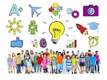 Grupp av barn och olika symboler Arkivfoto