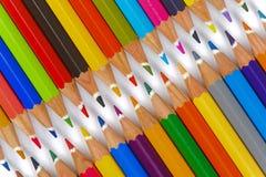 Grupp av blyertspennan med färg som blixtlåset Arkivbilder
