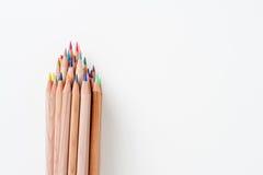Grupp av blyertspennan med träkroppen och färgade spetsar Royaltyfria Foton