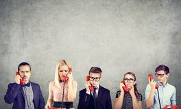 Grupp av businesspeople som har kommunikationsproblem arkivbild