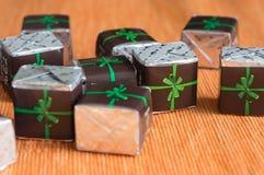 Grupp av choklader i ett pappers- omslag Fotografering för Bildbyråer