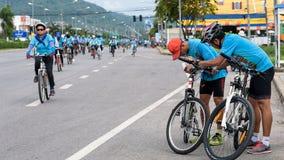 Grupp av cyklisten på det yrkesmässiga loppet Arkivfoto