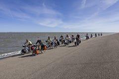 Grupp av cyklister Arkivfoto