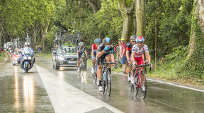 Grupp av cyklister i en regnig dag Royaltyfria Bilder