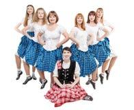 Grupp av dansare av den skotska dansen Royaltyfri Bild