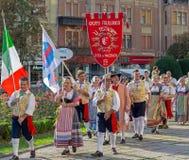 Grupp av dansare från Italien i traditionell dräkt Fotografering för Bildbyråer