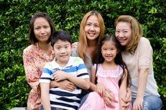 Grupp av den asiatiska familjen Royaltyfria Bilder