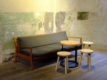 Grupp av den kaffetabellen och soffan Arkivbilder