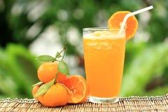 Grupp av den orange och orange smoothien Arkivbilder