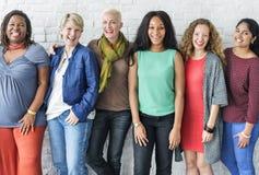 Grupp av det gladlynta begreppet för kvinnalycka