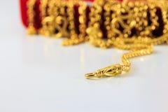 Grupp av det guld- halsband- och guldarmbandet Royaltyfri Bild