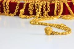 Grupp av det guld- halsband- och guldarmbandet Fotografering för Bildbyråer