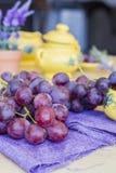 Grupp av druvor som är klara att äta Royaltyfria Foton