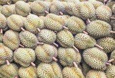 Grupp av durianen i marknaden Royaltyfria Foton