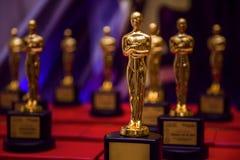 Grupp av eleganta guld- priser fotografering för bildbyråer