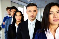 Grupp av ett allvarligt affärsfolk Arkivfoton