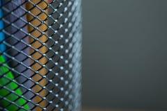 Grupp av färgblyertspennor i en ställning Arkivfoto