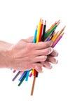 Grupp av färgblyertspennor i händer Arkivfoton
