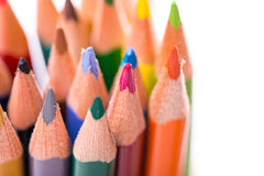 Grupp av färgblyertspennor på vit Arkivfoton