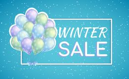 Grupp av färgrika ballonger med snöflingor Vinterförsäljningsaffisch för säsongsbetonad rabatt Arkivfoto