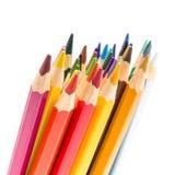 Grupp av färgrika blyertspennor som isoleras på vit bakgrund Arkivbild