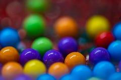 Grupp av färgrika godisbollar royaltyfri fotografi
