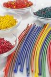 Grupp av färgrika plast- rör Arkivfoto