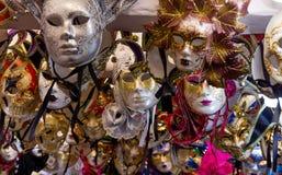 Grupp av färgrika Venetian karnevalmaskeringar Arkivfoton