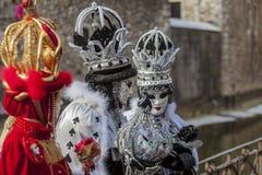 Grupp av förklätt folk - Annecy Venetian karneval 2013 arkivfoton