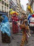 Grupp av förklätt folk - Carnaval de Paris 2018 royaltyfri fotografi
