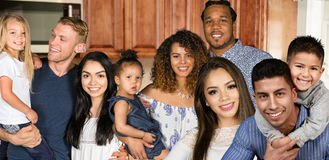 Grupp av familjer fotografering för bildbyråer