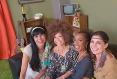 Grupp av fyra le damer royaltyfri foto