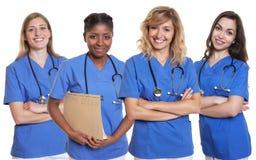 Grupp av fyra sjuksköterskor arkivfoton
