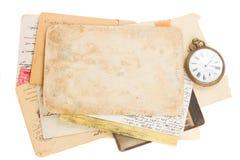 Grupp av gammal foto och legitimationshandlingar med den antika klockan Royaltyfria Foton