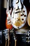 Grupp av gitarrer i utläggning Royaltyfri Fotografi