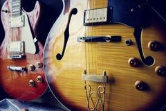 Grupp av gitarrer i utläggning Royaltyfria Bilder