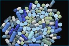 Grupp av gräsplan- och blåttpreventivpillerar Arkivfoto