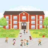 Grupp av grundskolaungar i skolgården vektor illustrationer