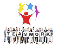 Grupp av hållande teamwork för Mång--person som tillhör en etnisk minoritet affärsfolk Arkivfoton