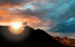 Grupp av handelsresande över solnedgång i Grand Canyon fotografering för bildbyråer