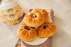 Grupp av individuella pajer med kött och potatisen - balish vak Tata Royaltyfria Bilder