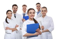 Grupp av isolerade medicinska doktorer silhouettes det bl?a begreppsfolket f?r bakgrund skyenhet royaltyfria bilder