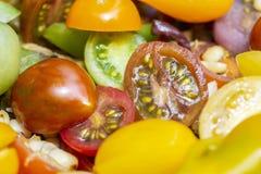 Grupp av körsbärsröda tomater fotografering för bildbyråer