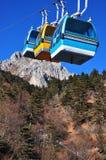 Grupp av kabiner för kabelbil i dalen för blå moon Arkivbild