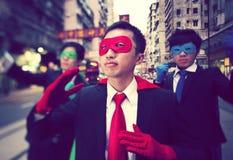 Grupp av kinesiska etnicitetaffärsSuperheroes Arkivfoton
