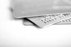 Grupp av kreditkortar på vit backround Arkivbild