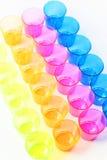 Grupp av kulöra plast- exponeringsglas Royaltyfria Foton